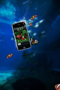 Swimming_Iphone_by_mummys